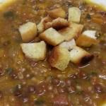 Zuppa di farro e piselli roveja