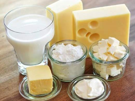 La quantità di calcio è sempre la stessa nel latte intero, parzialmente scremato o scremato?