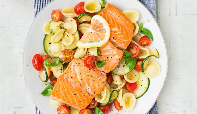 Mangiare primo + secondo aiuta a rimanere magri